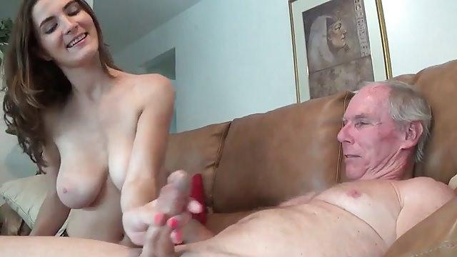 porno-zhenshini-lyubyat-drochit-chlen-starikov-seks-s-transvestitkoy-nizhniy-novgorod