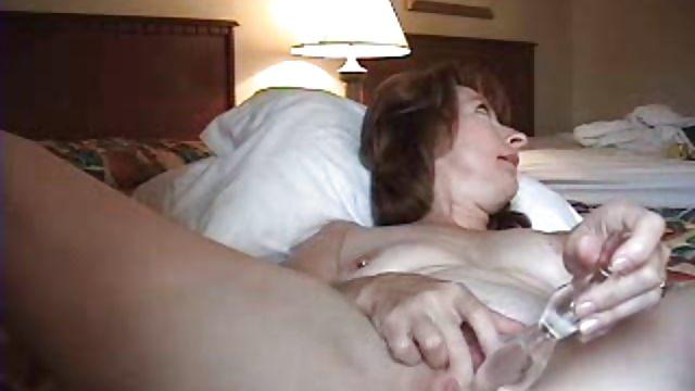домохозяйка подрочила перед сном слово слишком