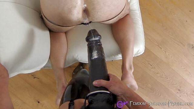Муж ебет жену в анус дилдо в рот, есть порно с толстыми