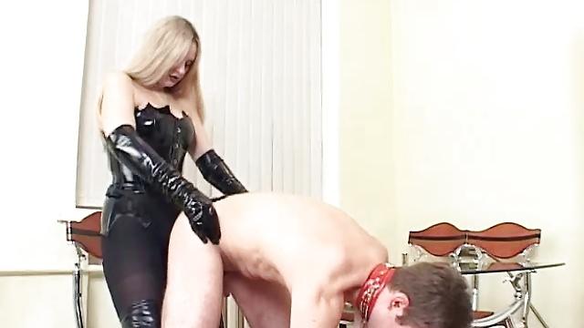 проститутки жестко страпоном