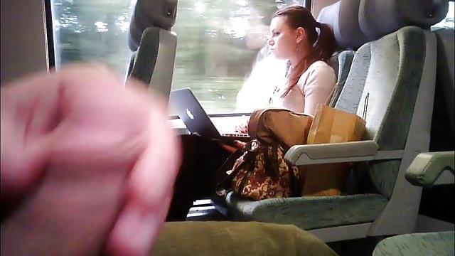 sluchaynaya-poputchitsa-podrochila-v-avtobuse