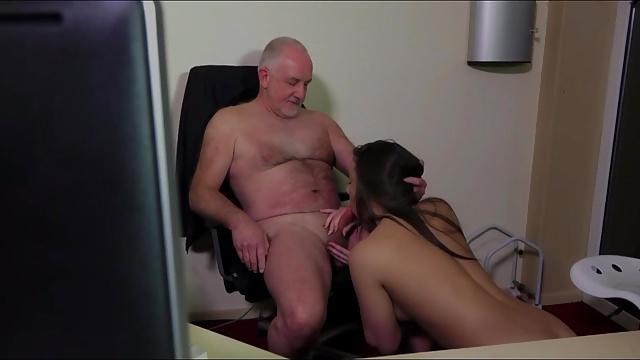 porno-starik-i-sekretar