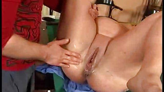 фистинг рукой ануса толстушки рекомендуется