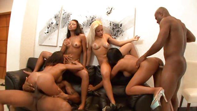 Домашнее порно она испытывает оргазм шуметь, скинул